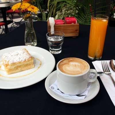 Cafe con leche c torta